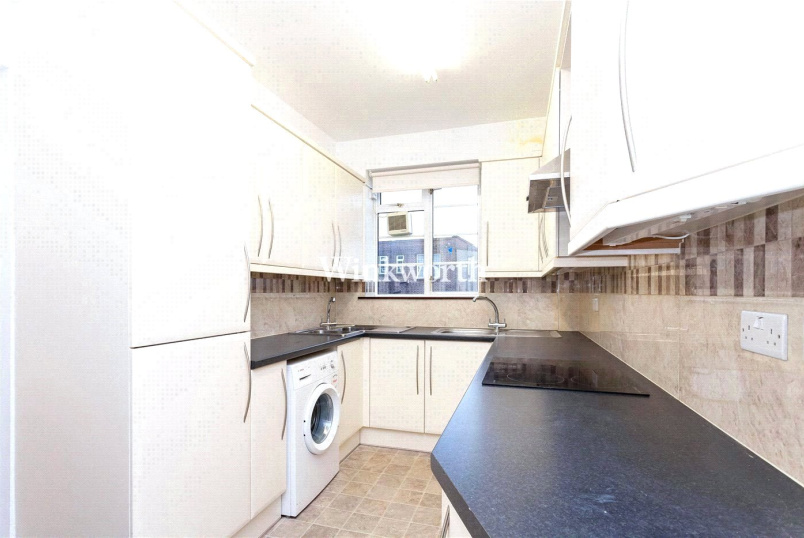 Flat/apartment to rent in Golders Green - Windsor Court, Golders Green Road, London, NW11
