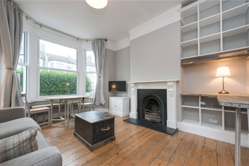 Flat/apartment to rent in Kensal Rise & Queen's Park - Purves Road, London, NW10