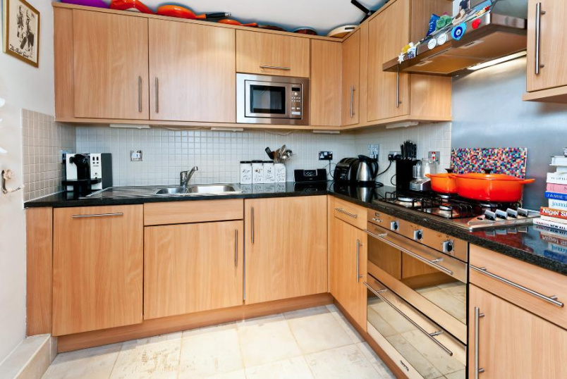 Flat to rent in Battersea - LAVENDER HILL, SW11