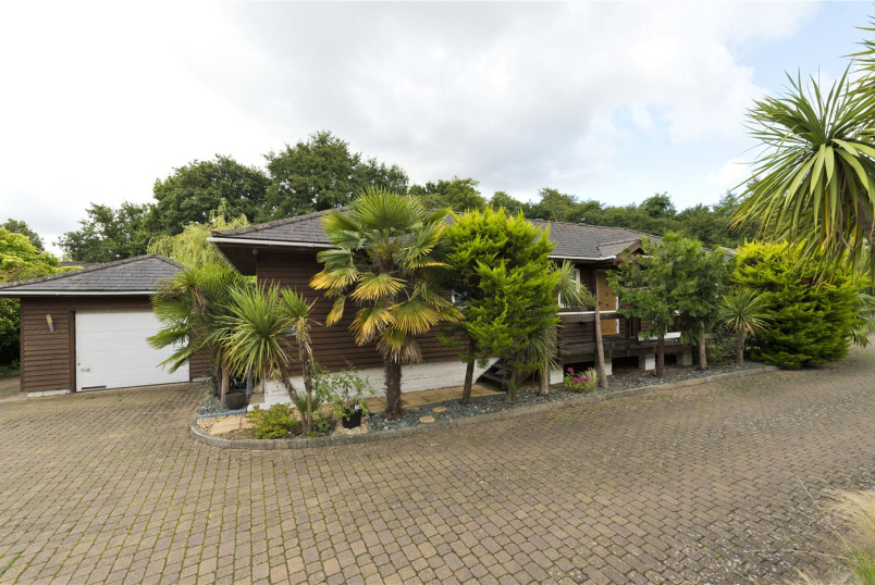 House for sale in Weybridge - The Island, Wey Meadows, Weybridge, KT13