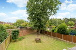 Sought After Cul-De-Sac & West Facing Garden. 18