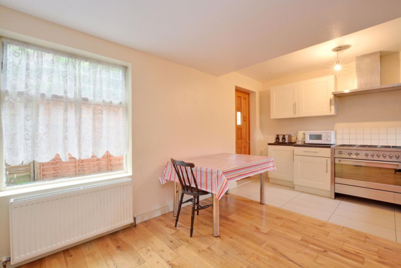 House to rent in  - Woodhill, London, SE18