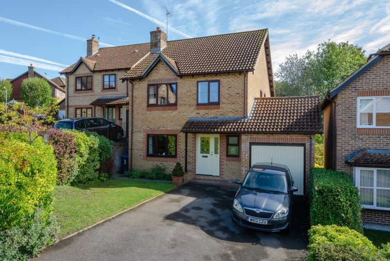 House for sale in Marlborough - Thomson Way, Marlborough, Wiltshire, SN8