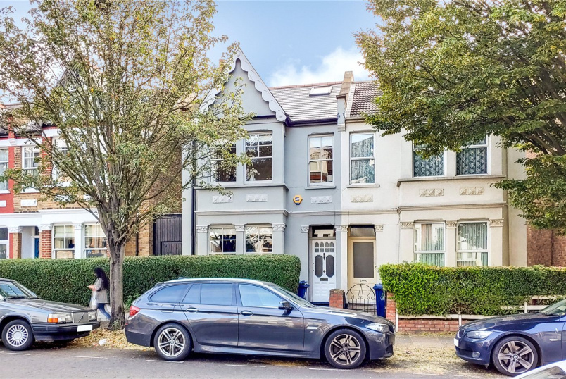 House for sale in Shepherds Bush & Acton - Larden Road, London, W3