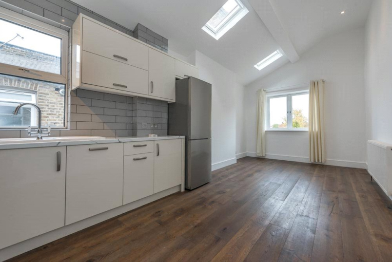 Flat/apartment to rent in Kensal Rise & Queen's Park - Roundwood Road, London, NW10