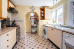 Period charm and close to 1500 sq ft of flexible accommodation 7