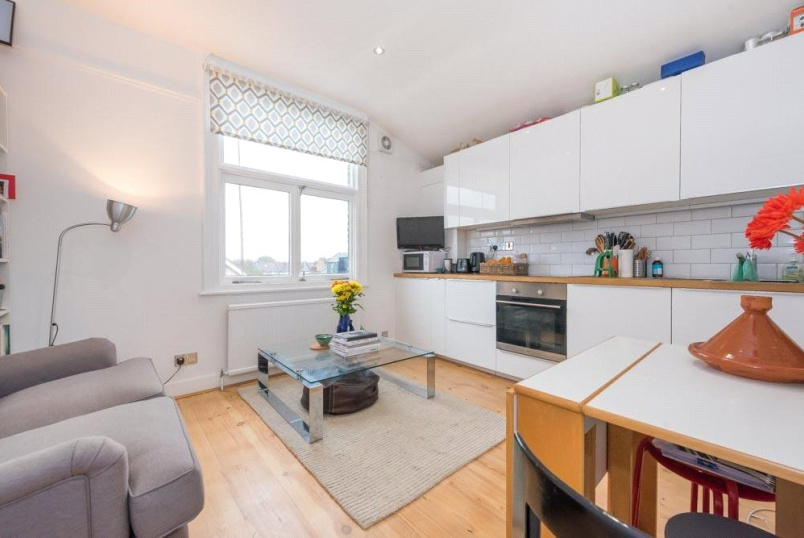 Flat/apartment for sale in Kensal Rise & Queen's Park - Holland Road, London, NW10