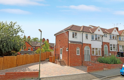 Stunning new build family home close to train station and Dorking town centre