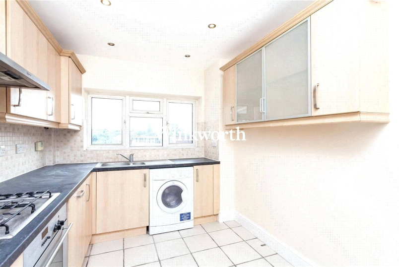 Flat/apartment to rent in Golders Green - Ray Court, Golders Green Road, London, NW11