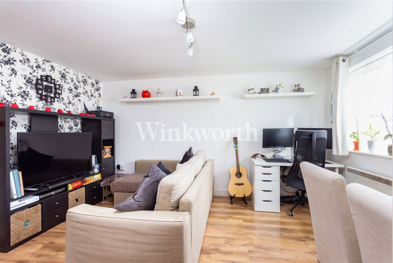 Flat/apartment to rent in Golders Green - Windmill Drive, London, NW2