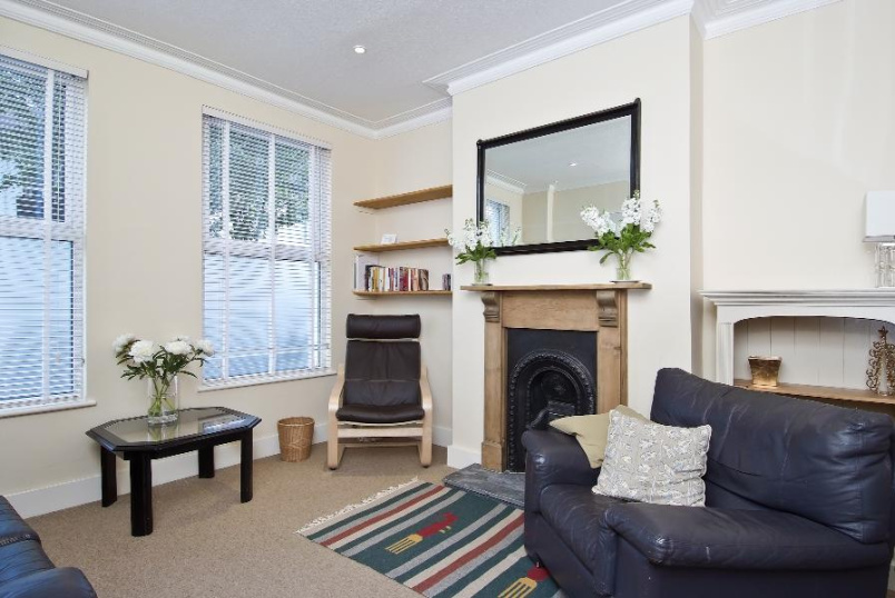 Flat to rent in Kennington - CRIMSWORTH ROAD, SW8