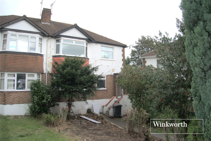 Maisonette to rent in  - Meadway Close, New Barnet, Herts, EN5