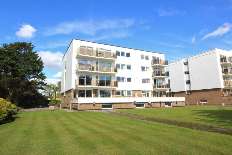 Flat/apartment for sale in Highcliffe - Marina Court, Wharncliffe Road, Christchurch, BH23