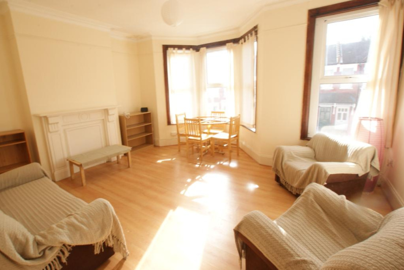 Flat/apartment to rent in Harringay - Warham Road, London, N4