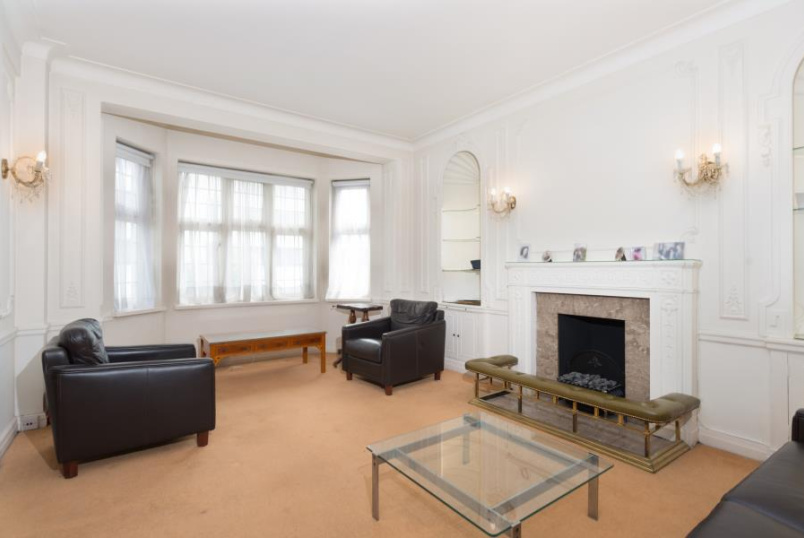Flat for sale in St Johns Wood - WELLINGTON COURT, CIRCUS ROAD, NW8 9TA
