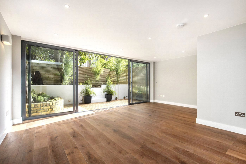 Flat/apartment for sale in Shepherds Bush & Acton - St Stephens Avenue, Shepherds Bush, W12