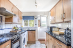 Beautifully presented and close to everything Brockham offers 5