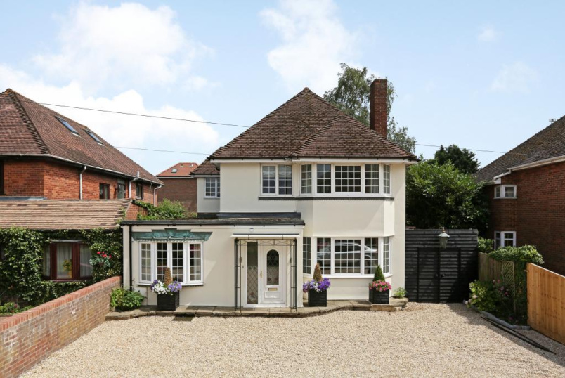 House for sale in  - Holtspur Top Lane, Beaconsfield, Bucks, HP9