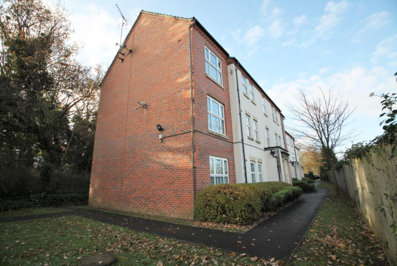 Flat/apartment to rent in Reading - Lippincote Court, Oxford Road, Reading, RG31