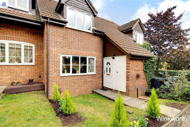 House for sale in Hendon - Talgarth Walk, London, NW9