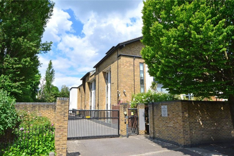 Flat/apartment to rent in Blackheath - Meadowcourt Road, London, SE3