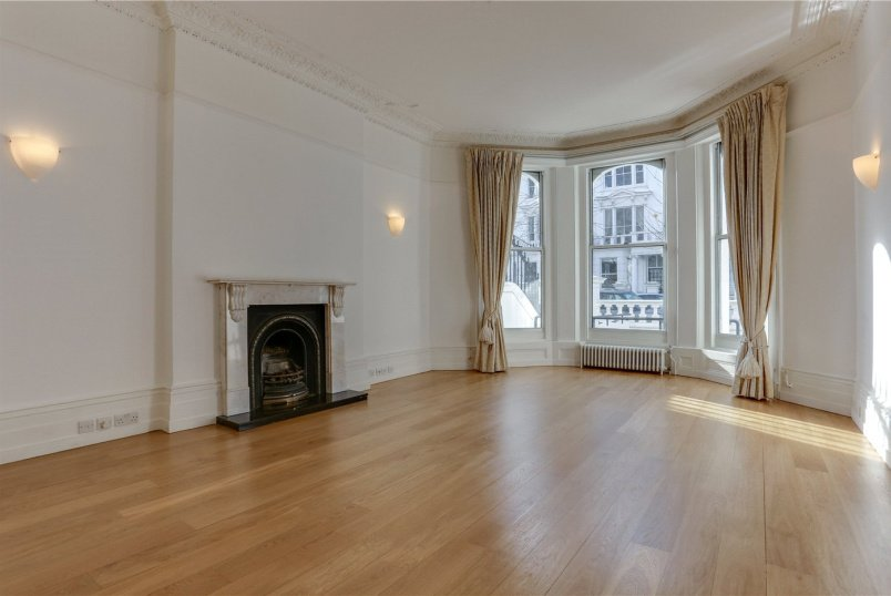 Maisonette to rent in Kensington - Palace Gardens Terrace, Kensington, W8