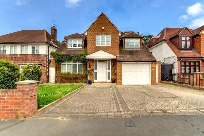 House for sale in Hendon - Ashley Lane, London, NW4