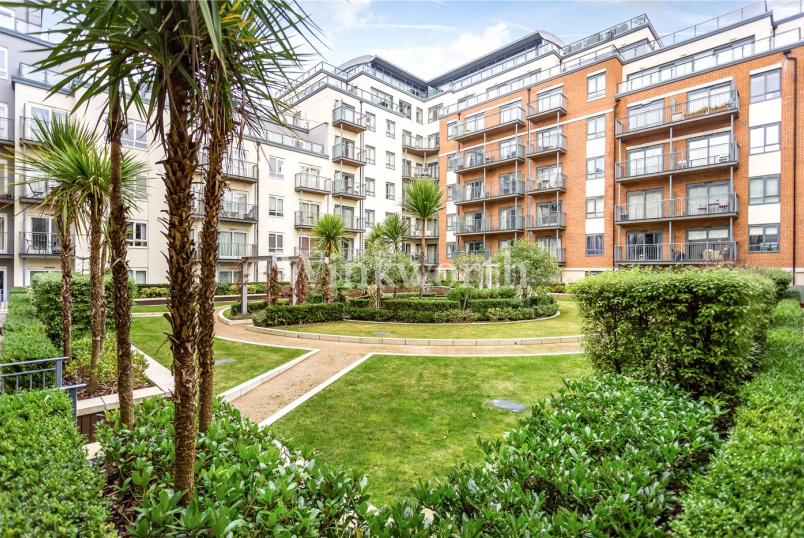 Flat/apartment for sale in Hendon - Curtiss House, 27 Heritage Avenue, London, NW9