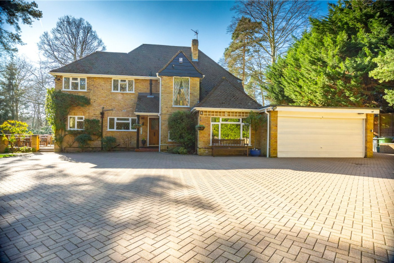 House for sale in Sunningdale - Dukes Covert, Bagshot, Surrey, GU19