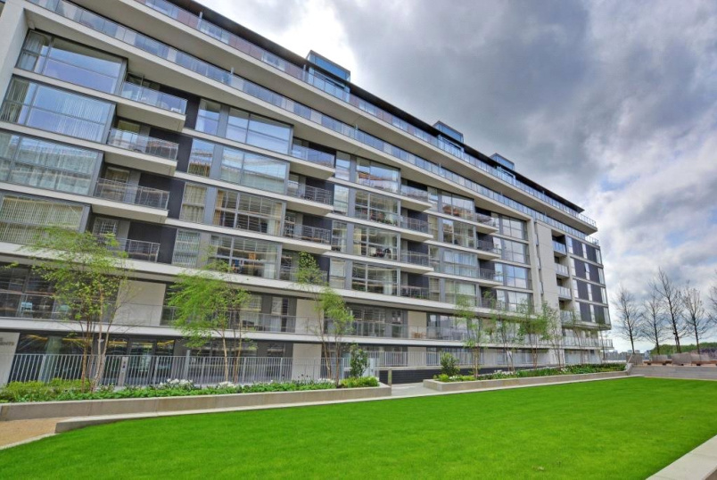Flat/apartment to rent in Greenwich - Granite Apartments, 30 River Gardens Walk, London, SE10