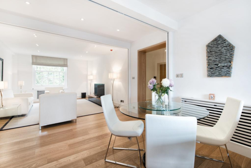 Flat/apartment to rent in Knightsbridge & Chelsea - Lowndes Square, Knightsbridge, London, SW1X
