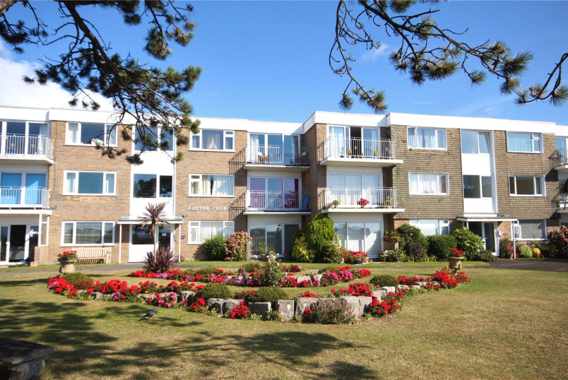 Flat/apartment for sale in Highcliffe - Exeter Court, 52 Wharncliffe Road, Christchurch, BH23