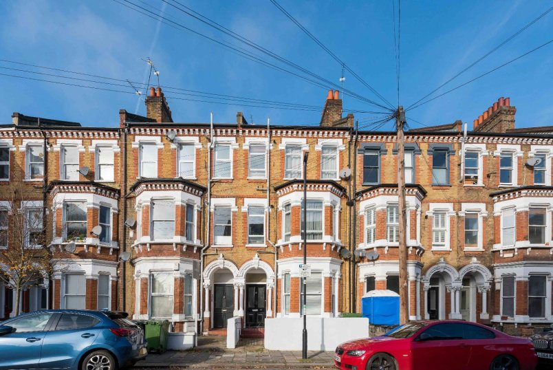 Flat for sale in Clapham - KENWYN ROAD, SW4