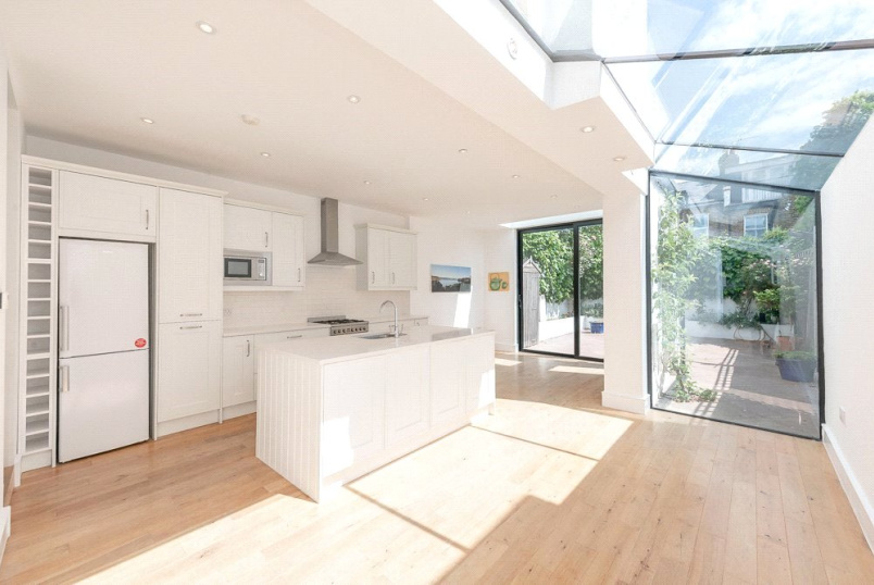 House to rent in Kensal Rise & Queen's Park - Kingsley Road, London, NW6