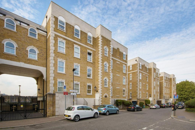 Flat/apartment to rent in Surrey Quays - Cook Court, 151a Rotherhithe Street, SE16