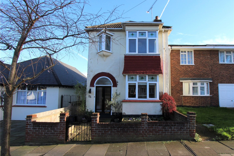 House for sale in  - Cliffsea Grove, Leigh-on-Sea, Essex, SS9