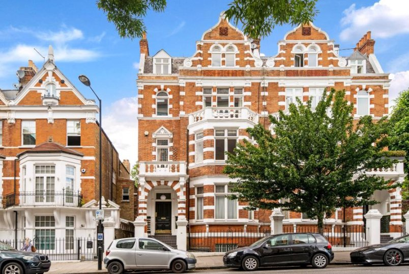 Apartment for sale in St Johns Wood - HALL ROAD, LONDON, NW8 9RB