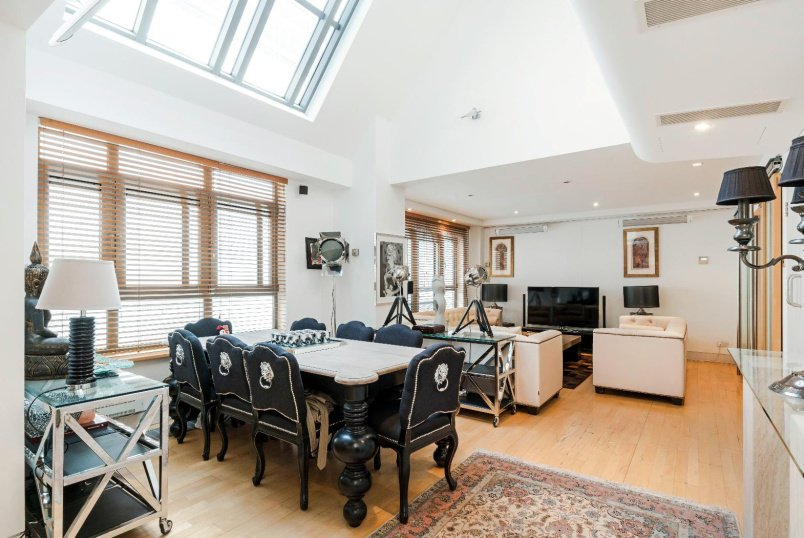 Apartment for sale in Pimlico and Westminster - ROSE & CROWN YARD, SW1Y