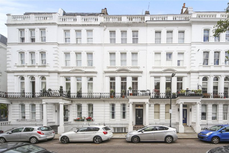 Maisonette to rent in Notting Hill - Westbourne Gardens, London, W2