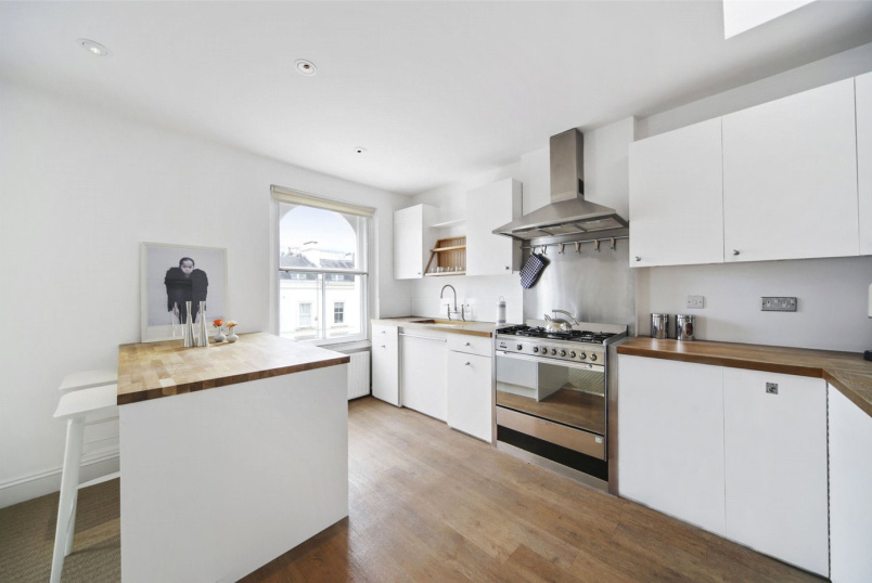 Flat/apartment to rent in Notting Hill - Elgin Crescent, London, W11