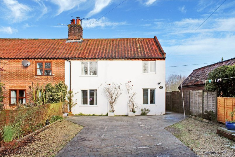 House for sale in Poringland - Loddon Corner Road, Kirstead (Near Brooke), Norwich, NR15