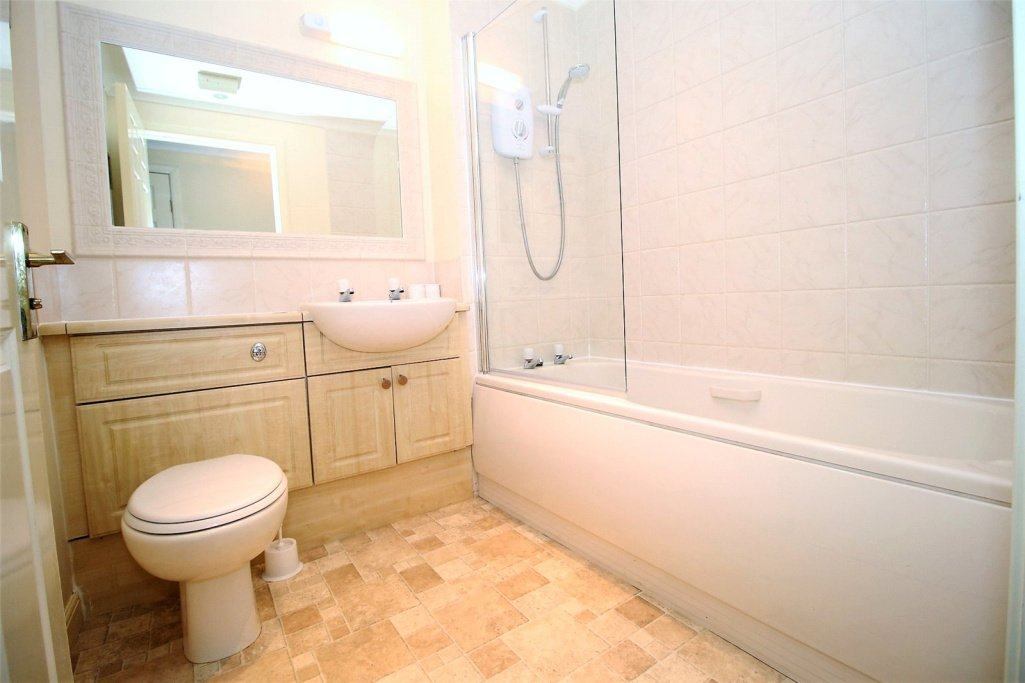 3 bedroom apartment to let in Royal Apartments, Station ...