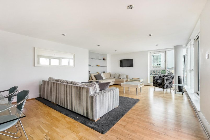 Flat to rent in  - ST GEORGES WHARF