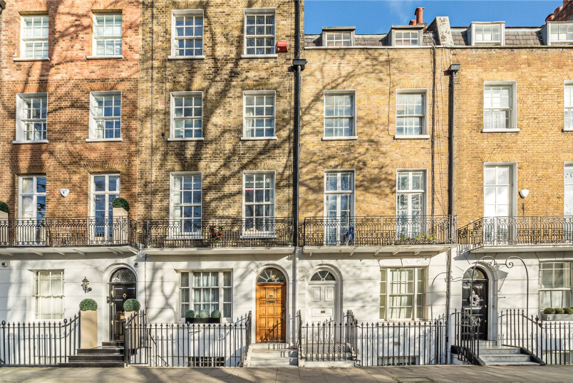 Flat/apartment to rent in Knightsbridge & Chelsea - Brompton Square, London, SW3