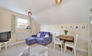 Great Penthouse Apartment IN Godalming Town.