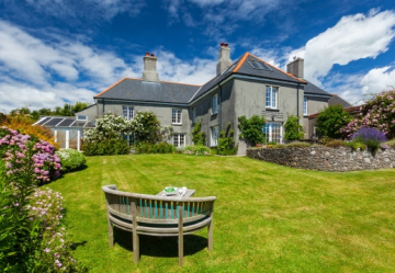Fabulous detached farmhouse